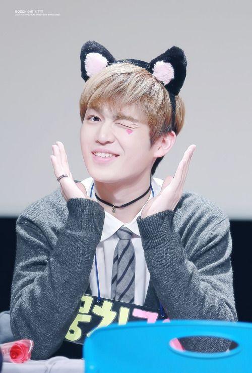 160221 UP10TION Gwangju FansigningGyujinCr:  GoodnightKitty  Do not edit