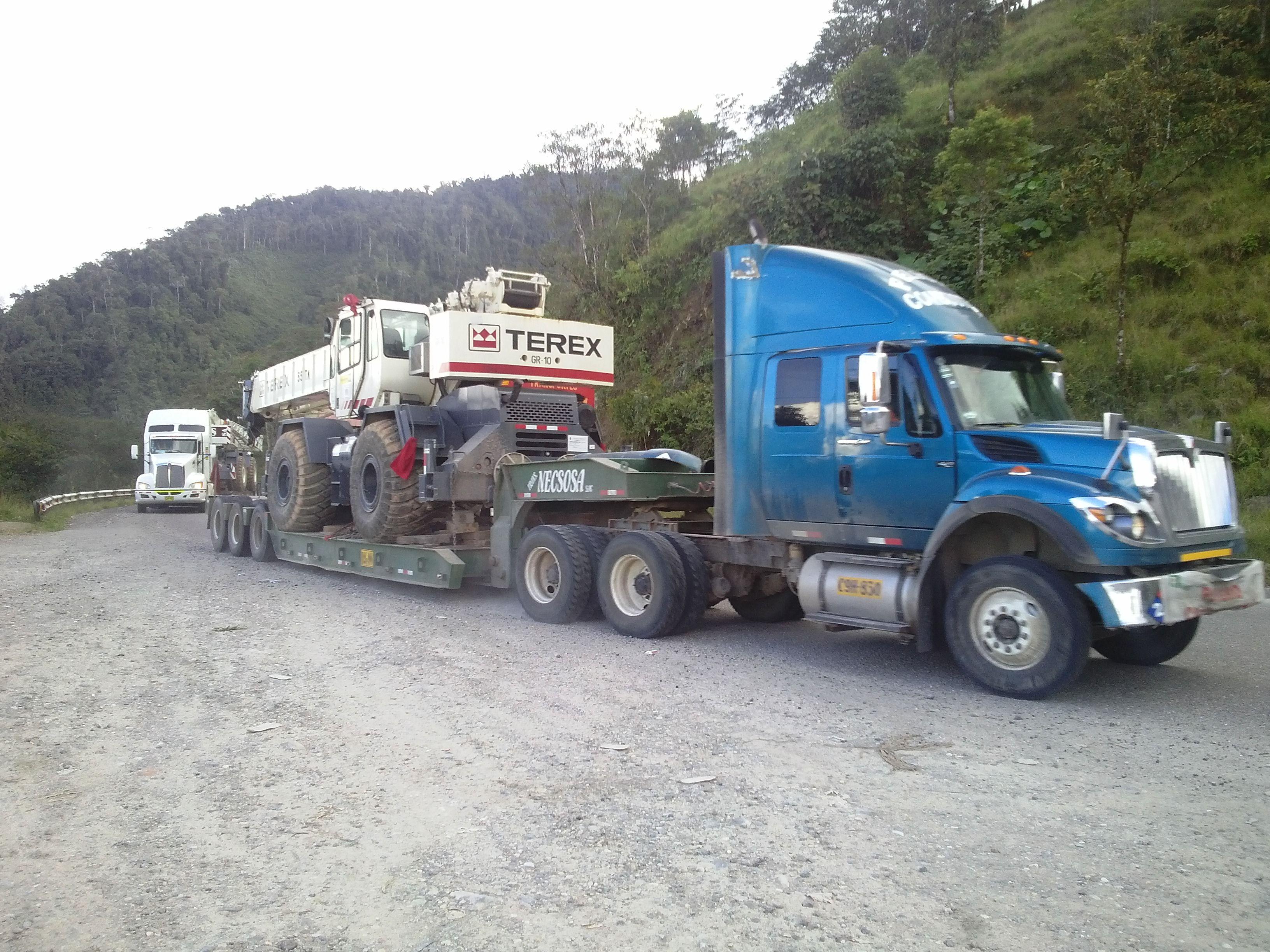 TRANSPORTAMOS: MAQUINARIA PESADA, MATERIALES DE CONSTRUCCION, EQUIPOS PARA LA MINERIA,EQUIPOS MEDICOS, PANELES PUBLICITARIOS, MUEBLES DE OFICINA, EXTRUCTURAS METALICAS, CONTAINERS ALIMENTOS Y OTROS. CAPACIDAD: 5, 8,10, 14, 25, 30, 40 toneladas TELEFAX: 493-3528 TELEF.FIJO:797-4176/ NEXTEL:94 616*4927 RPM Y CELULAR :#99503-4160  Transportes_visionperu@hotmail.com