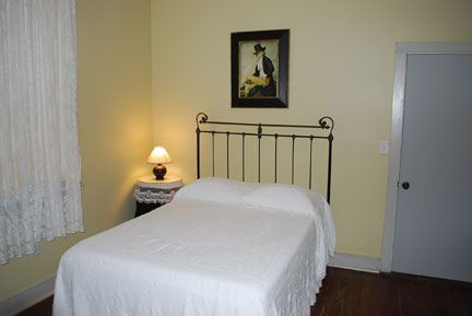 Mamie S Cottage Bed And Breakfast At The Dupree House Photo Gallery Raymond Mississippi Natcheztracetravel Com Bed And Breakfast Bed Cottage Bed