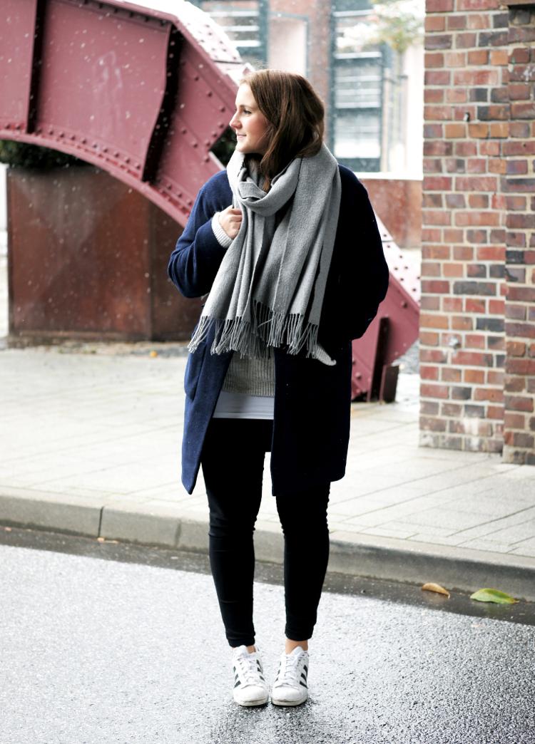 outfit-mantel-dunkelblau