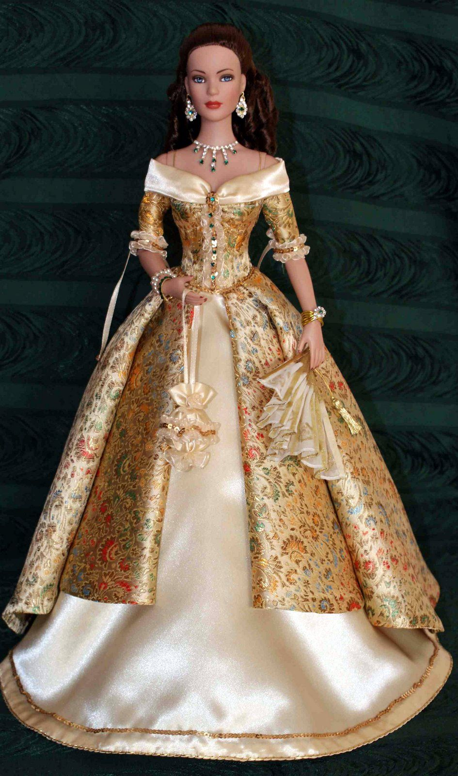 What Makes Barbie Dolls So Iconic | Barbie, Puppen und Puppentheater
