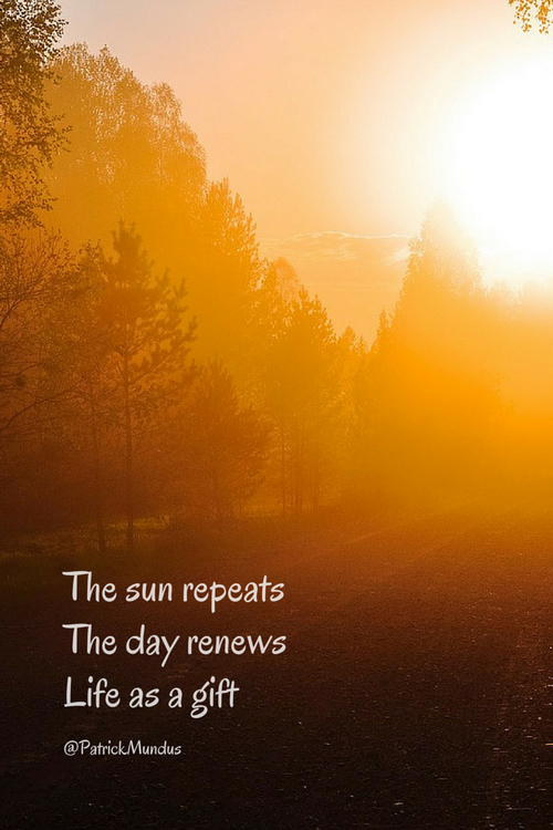 The sun repeats, the day renews life as a gift...