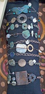 stacilouise.blogspot.cm (wire wrapped stones)
