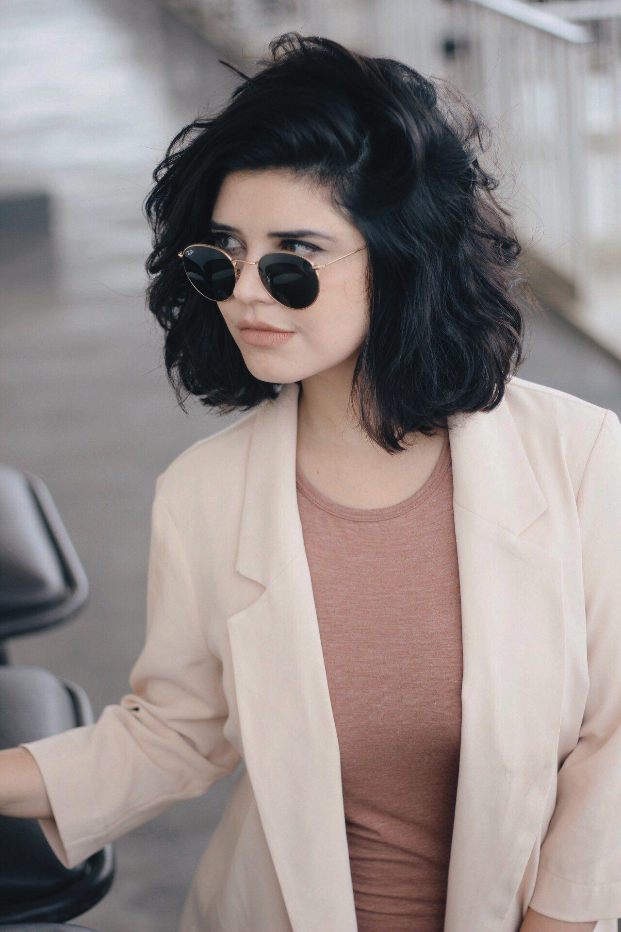 20 Hombro pelo corto mujer