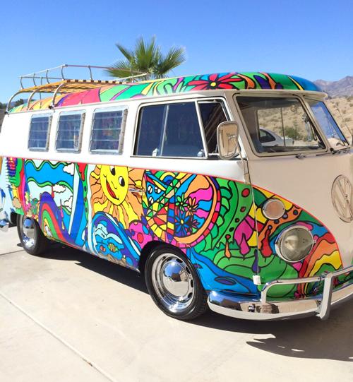 combi vw les plus insolites du monde cars vw bus hippie painting art cars. Black Bedroom Furniture Sets. Home Design Ideas
