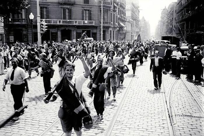 Spanish revolution. Los Aguiluchos de la FAI (The Young Eagles of the FAI).  Members of the Libertarian Youth made up … | Imagenes del barcelona,  Barcelona, Imágenes