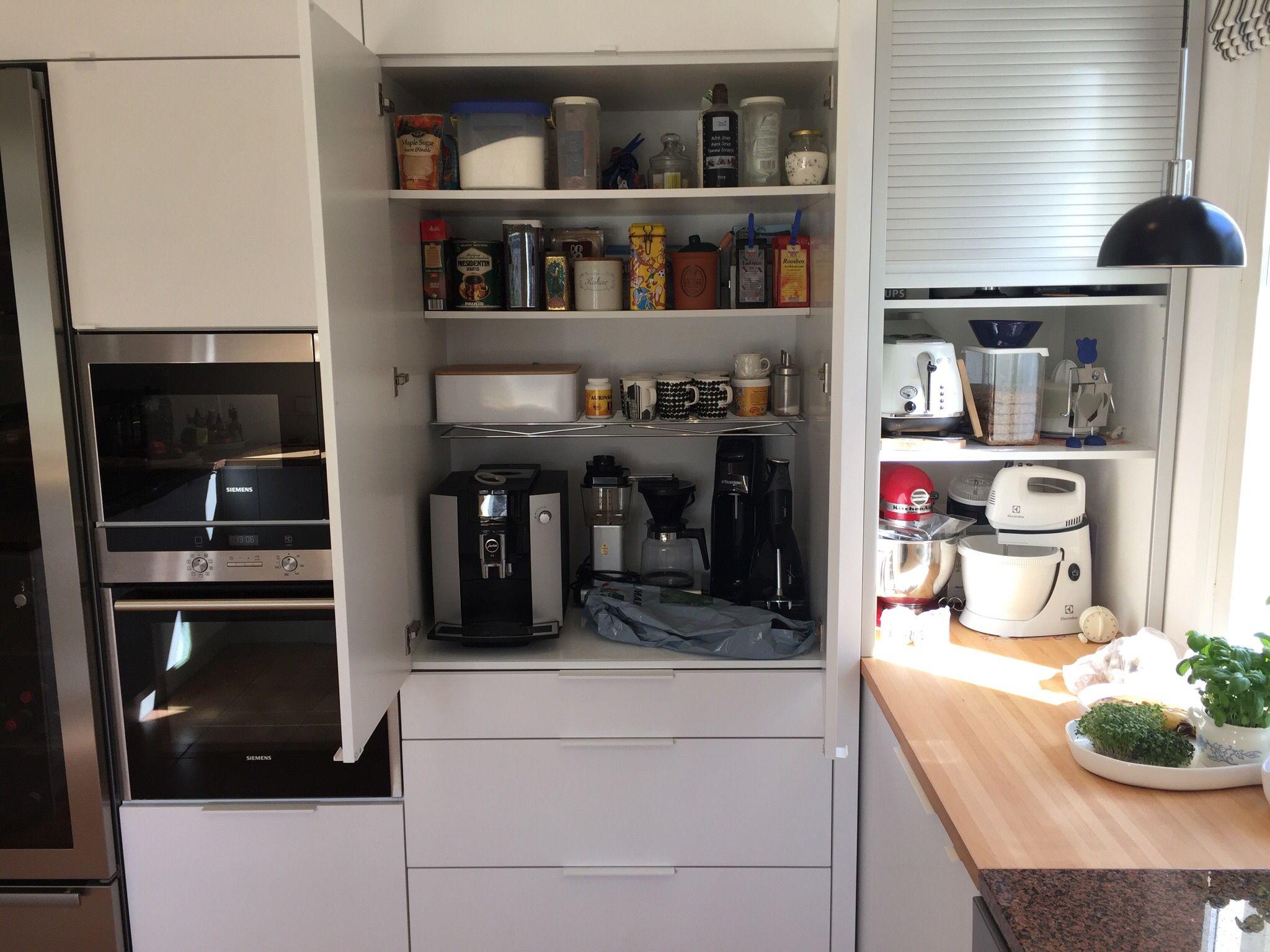 Aamiaiskaappi  Puustelli keittiö  kök  kitchen by Thomas Berglund  puuste