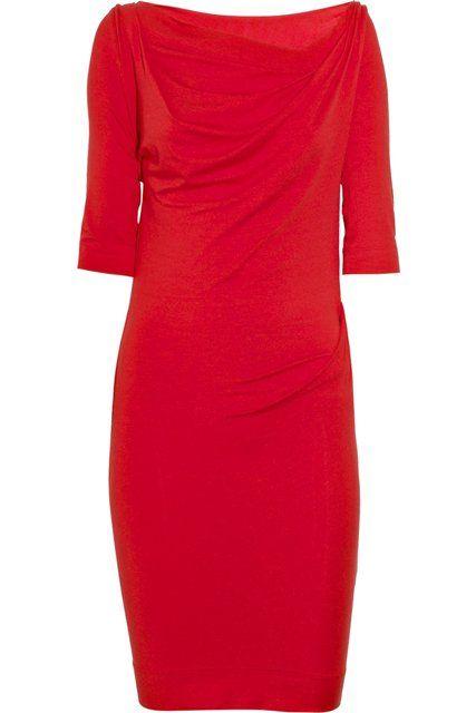 Costurar um vestido elegante vermelho de Vivienne Westwood!  Toda mulher deveria ter em seu guarda-roupa vestido vermelho drapeado feito de jersey macio e confortável. Em 2011 coleção Anglomania por Vivienne Westwood que existe. Mas não vamos pagar por isso, tanto quanto 161,70 libras esterlinas, e costurar-lo sozinho. Há de fato nada a costurar. Veja você mesmo.