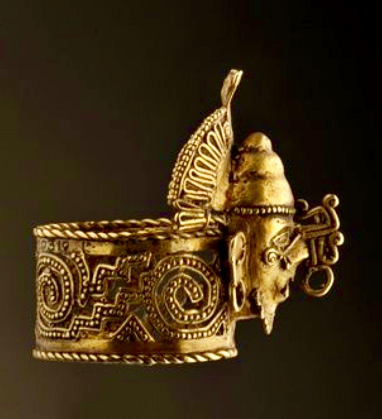 Aztec gold ring from the tomb of Ahuizotl J Pinterest