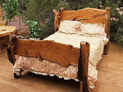 Holzbett rustikal hoch  Wacholder-Bett von AWL Western Wood | Deko | Pinterest | Bett ...