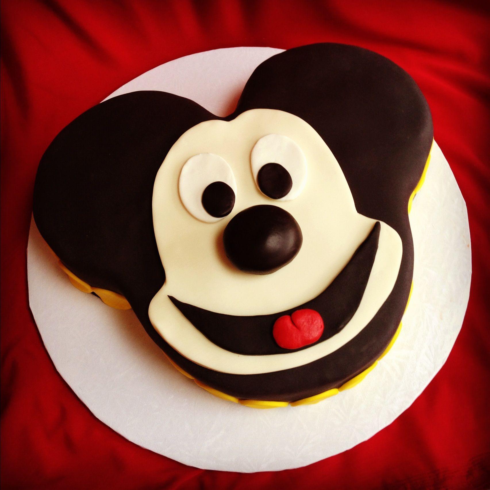 Bella Baker Mickey Mouse cake!