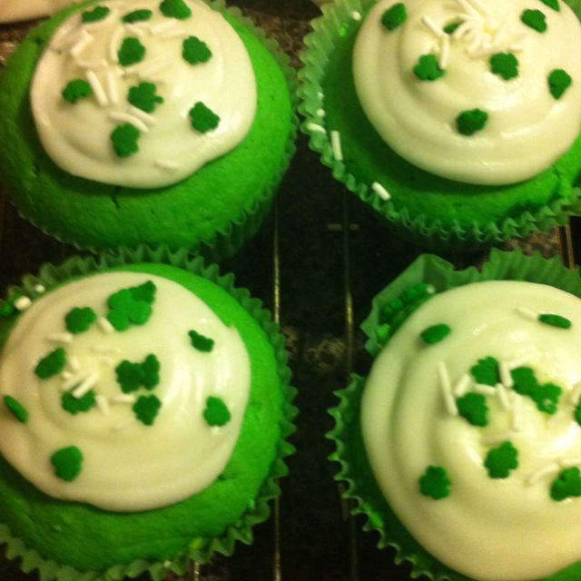 St pattys green cupcakes
