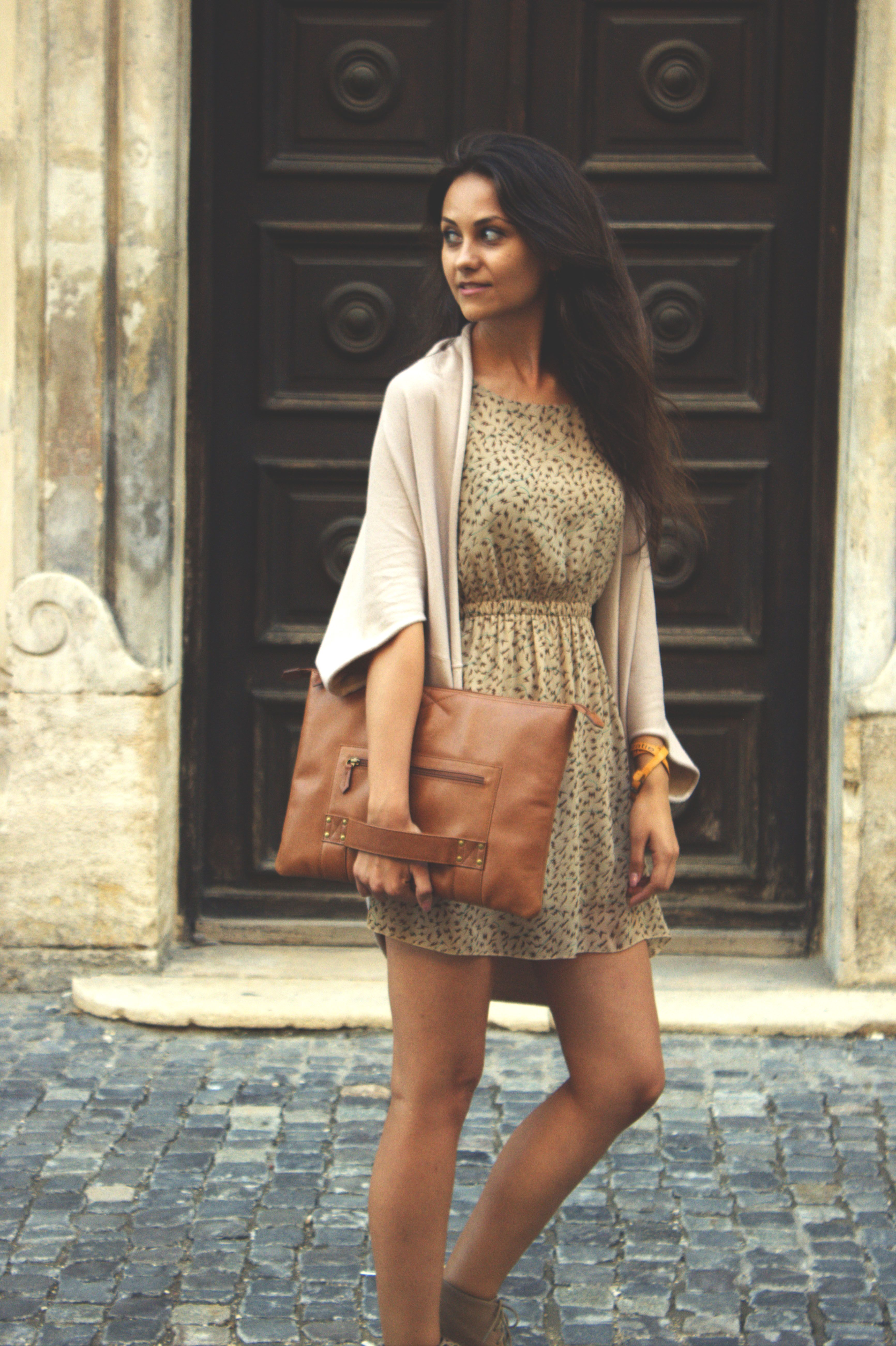 The Chivote leather shoulder bag / clutch for your macbook #Chivote #leather #bag www.chivote.com £79.99