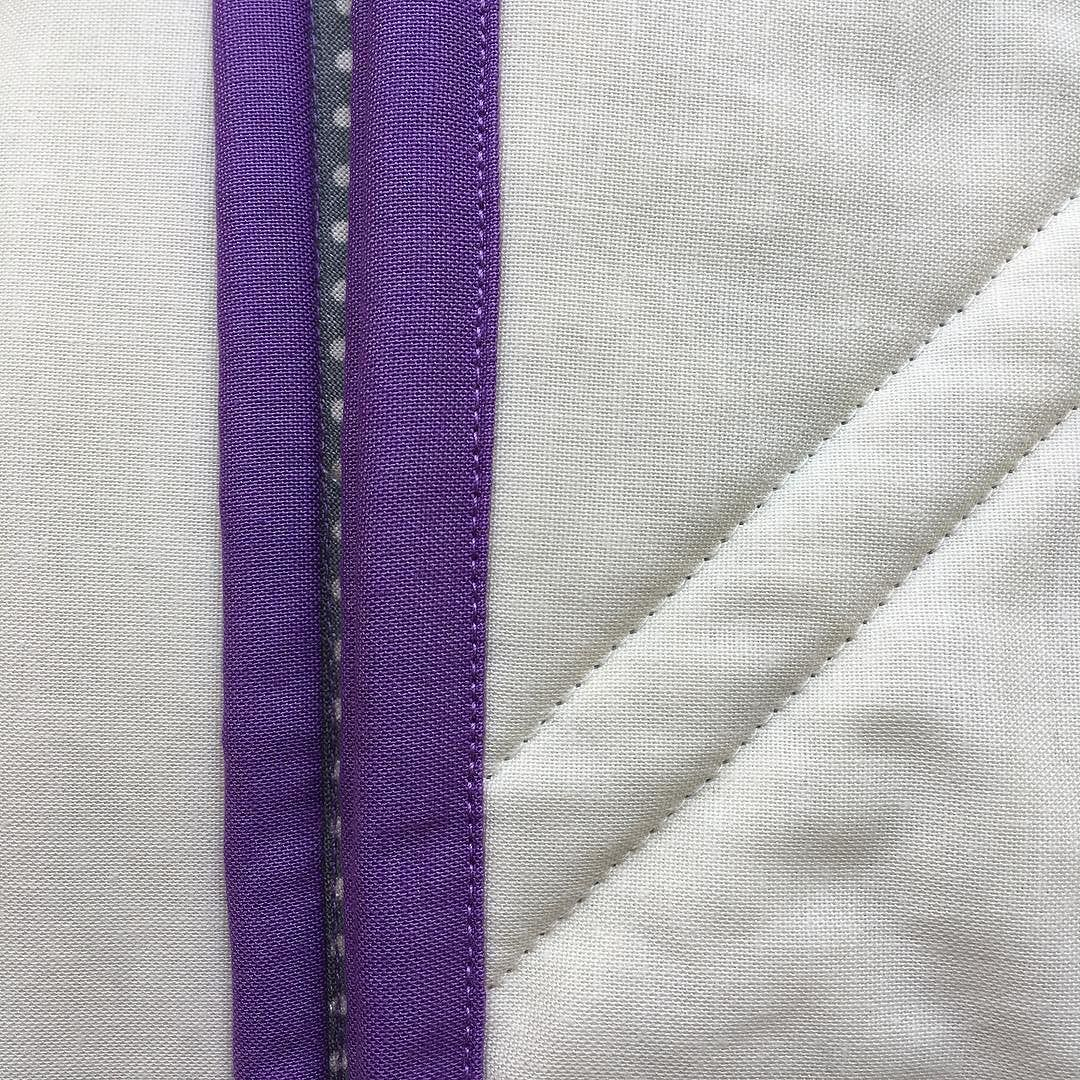 I didn't post yesterday because I was too busy finishing a quilt  also it was a bank holiday! I did intentionally sew in silence and there will be more today. Machine finishing binding isn't my favourite but it is so much quicker! Happy I had coordinating thread  this is the back with a tiny peek at the front. I had to pull myself away from the news and get on with sewing today  #100daysofsilentsewing #the100dayproject #silence #quiltbinding