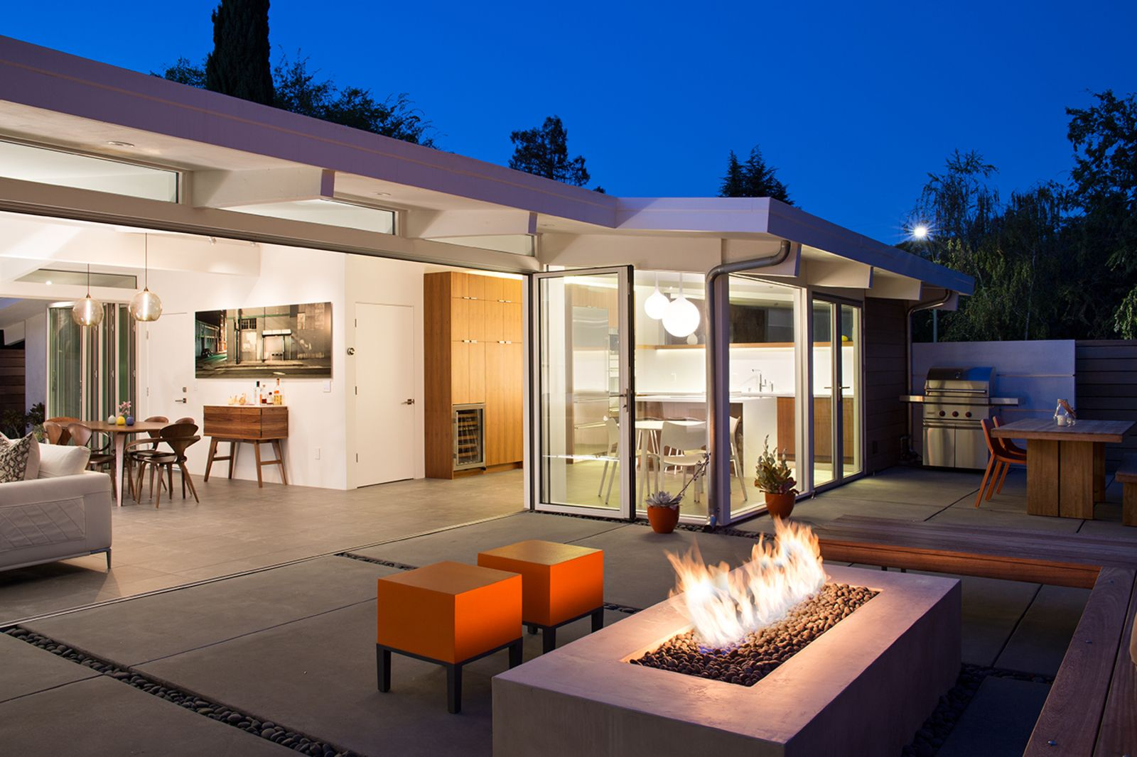 Indooroutdoor home by a midcentury master gets a faithful update
