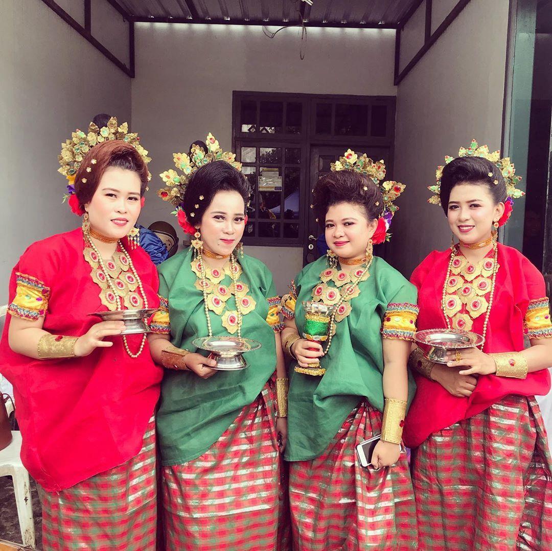 Foto Pakaian Adat Sulawesi Utara