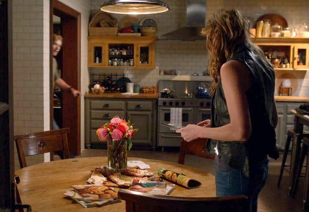 alyssa milano u0027s kitchen on the tv show   mistresses   alyssa milano u0027s kitchen on the tv show   mistresses     color paints      rh   pinterest com