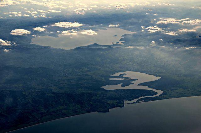 Vista Aerea. Laguna de Catemaco y Sontecomapan. Región de los Tuxtlas.