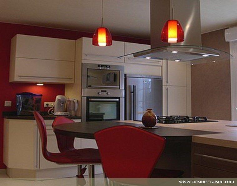 Cuisine design moderne - Aménagement de la pièce avec un couloir - Amenagement Cuisine En U