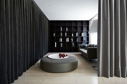 Slaapkamer met gordijn als roomdevider met inloopkast - Kasten ...