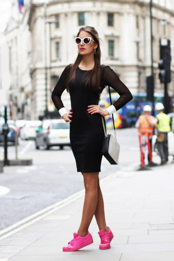 17 Chicas que te inspirarán a llevar tus vestidos con tenis  7829d4409f6c