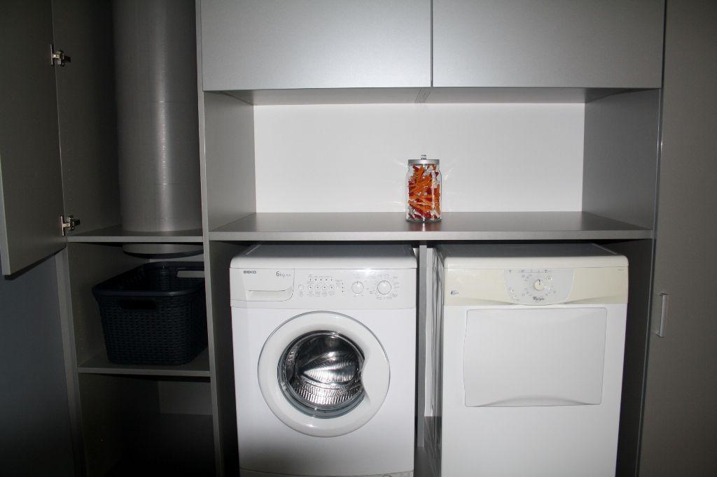 Berging voor uw wasplaats met waskoker in uw kast for Berging inrichten