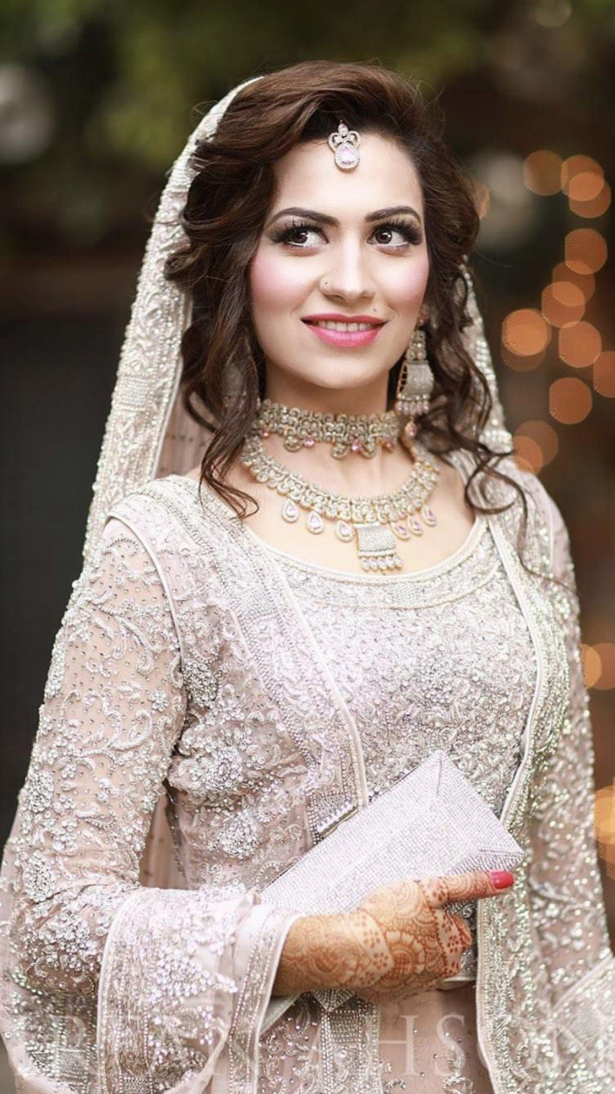 Best Desi Bridal Hairstyle Picture Pakistani bridal wear