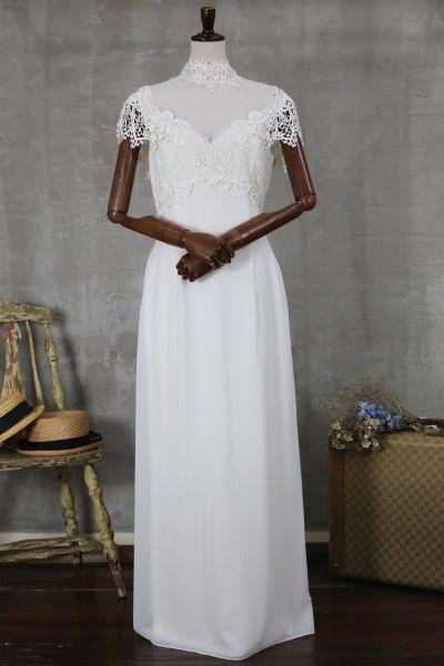 上品でクラシカルなデザインのヴィンテージドレス デコルテが