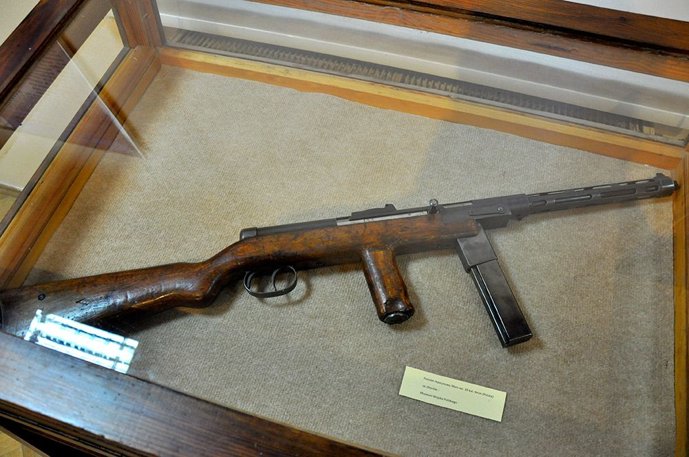 Mors submachine gun 1936 - 4 2kg  9mm  blowback  Effective