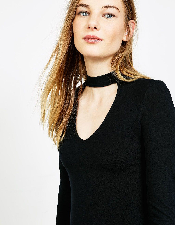 07a6c85b0699 V-neck choker T-shirt | Minimize it | Neck choker, T shirt, V neck