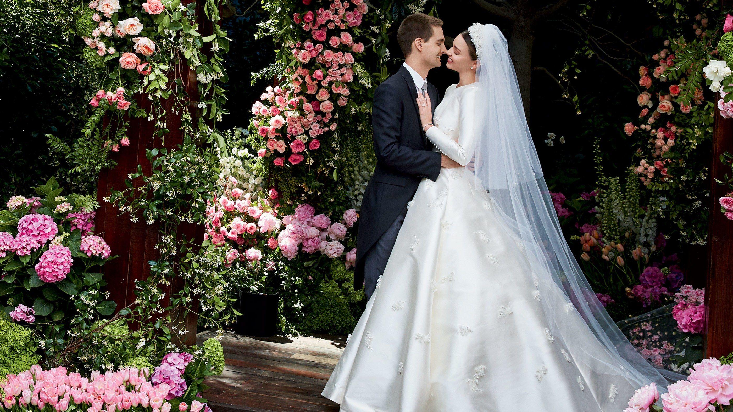 Dior wedding dresses  Miranda Kerrus Wedding Dress An Exclusive Look at Her Custom Dior