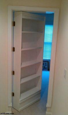 Estanterías para libros en una puerta