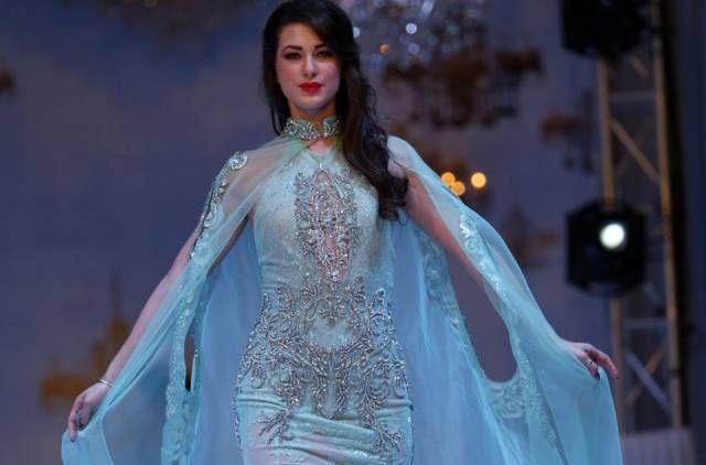 Elegance At Its Best At Gulf S Forum Of Elegance Arab Fashion Fashion Top Design Fashion