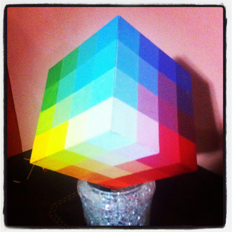 Cubo cromático con acrílico