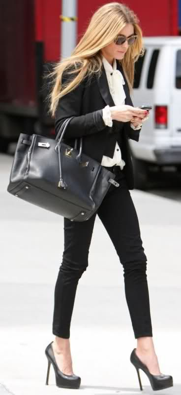 Olivia Palermo Style - Her favorite combinations are white and black and totally black looks, choices that always are successful. #oliviapalermo #celebrity #style