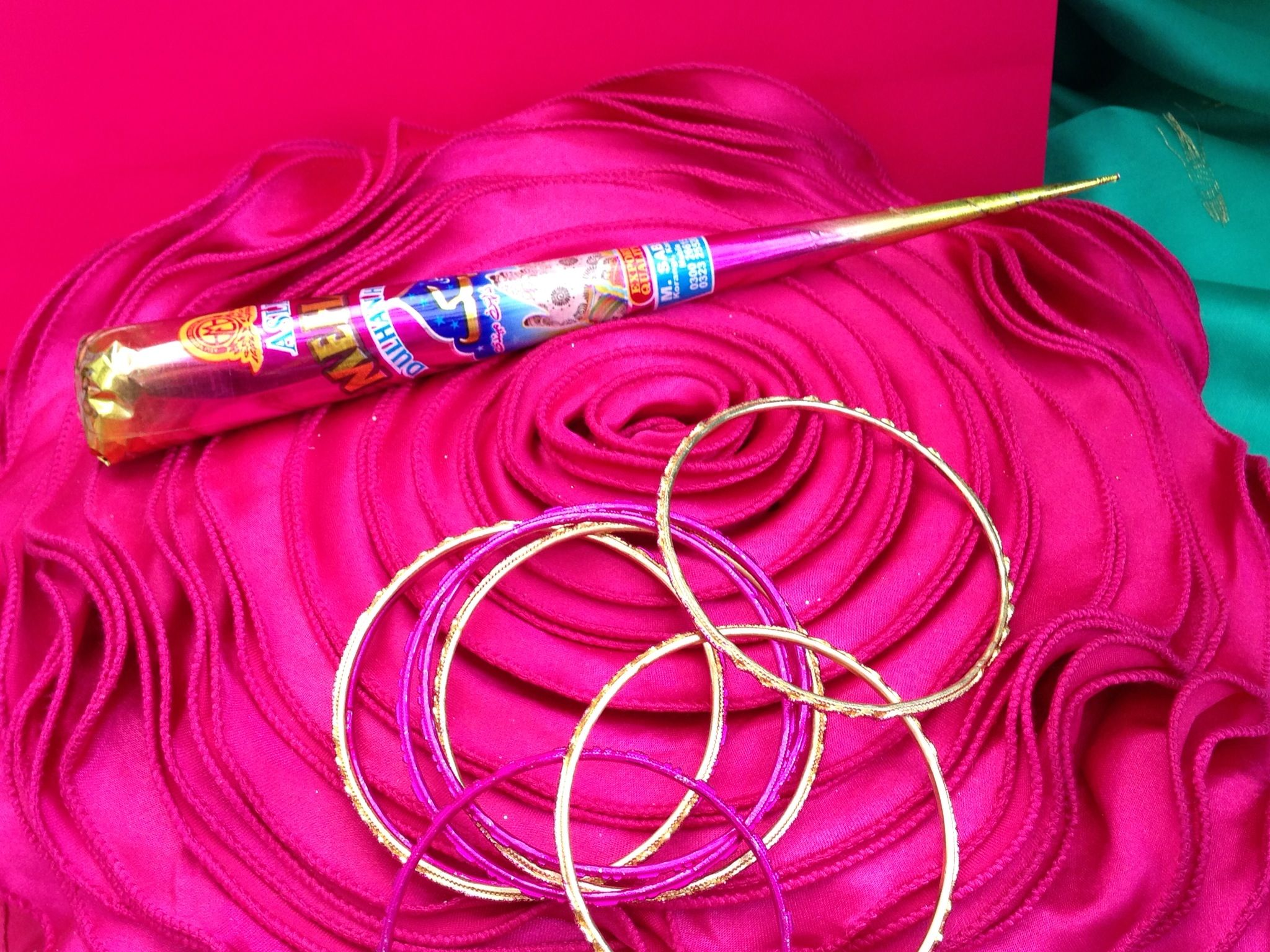 Henna Mehndi Cones Uk : Henna cone with bangles preparation for a mehndi party by www