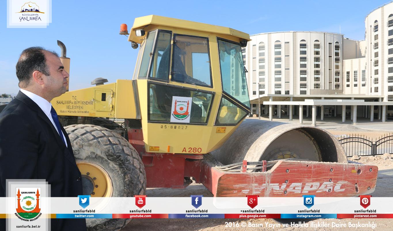 #BüyükşehirHerYerde Hastanenin yan yollarını tamamlayan Büyükşehir Belediyemiz şimdi de çevre düzenlemelerini yapıyor.
