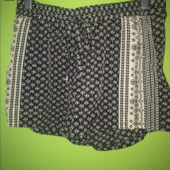 3 Tilly's Shorts Light & Adorable Shorts Buy whichever two you want and get the third one for free No holes, tears, or stains Worn once  Perfect for the summer Full Tilt Shorts