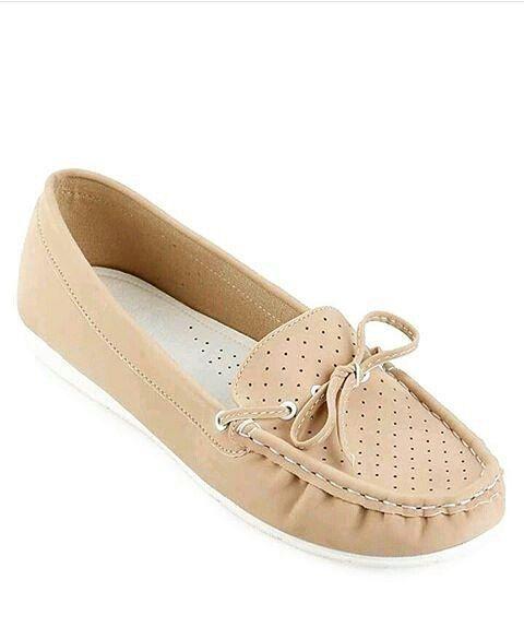 #Sepatu #Moccasins #Kulit #Cewek Anastasia by #SMO  Adakah dari anda yang tau seperti apakah sepatu jenis moccasin ini? Kami yakin bagi seorang pecinta sepatu yang selalu mengikuti perkembangan mode sepatu pastilah tau apa yang disebut dengan sepatu moccasin. Namun bagi yang belum tau jangan kuatir kali ini kita akan membagikan informasi seputar sepatu jenis ini kepada anda.  Ciri yang paling mudah ditemukan dalam mengidentifikasikan sebuah sepatu moccasin adalah adanya jahitan atau sulaman…