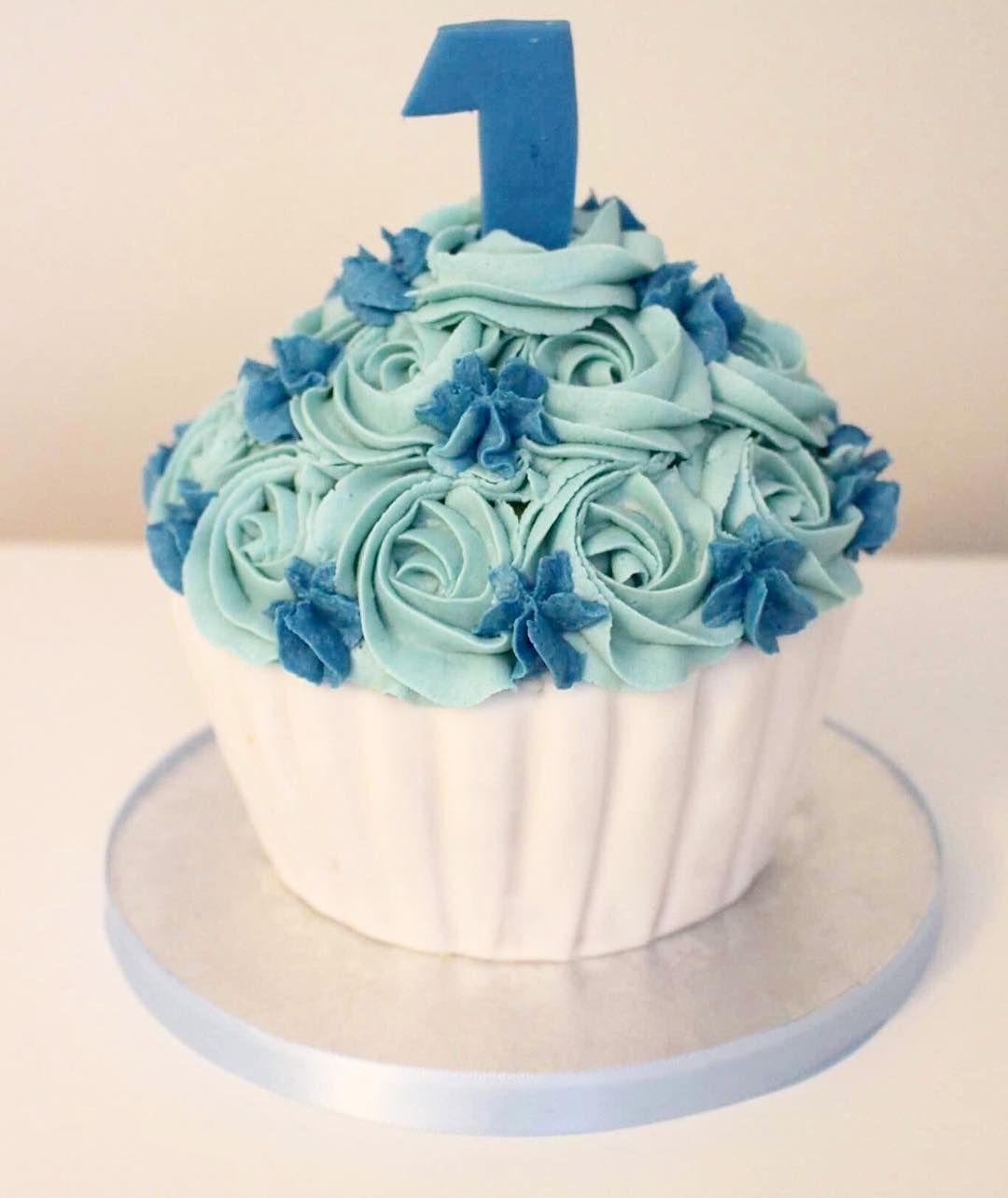A Giant Cupcake For A Little Boys 1st Birthday Smash