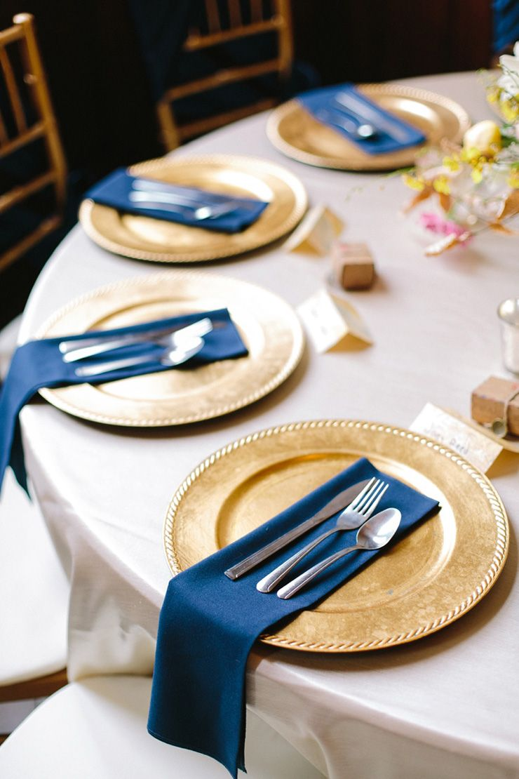 Travel themed wedding place setting | fabmood.com