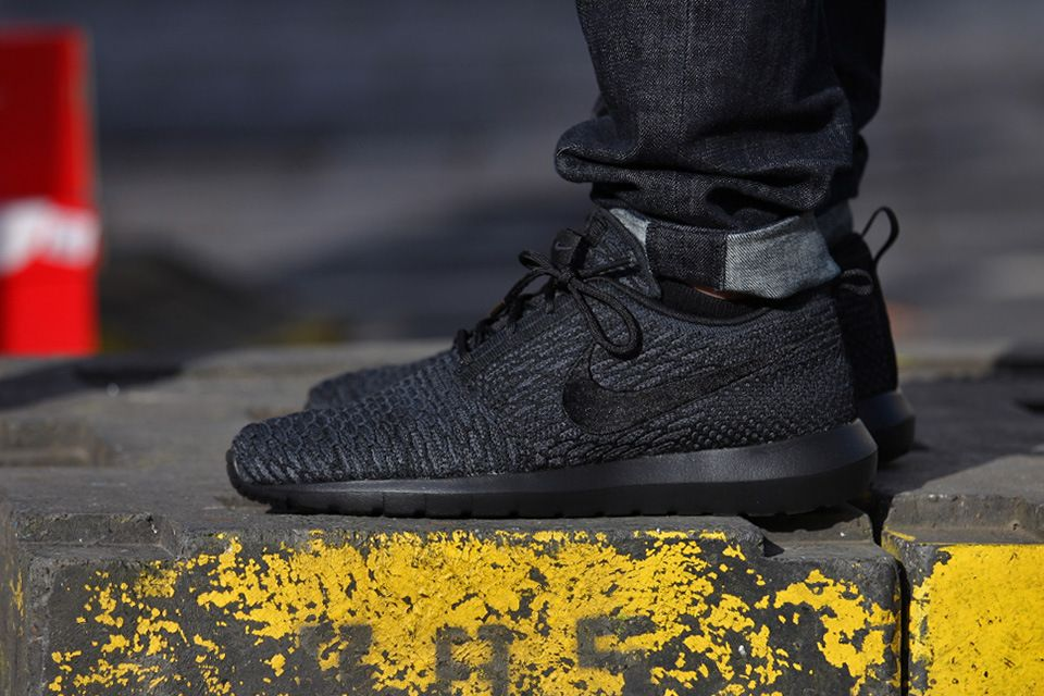 """A First Look at the Nike Flyknit Roshe Run """"Triple Black"""