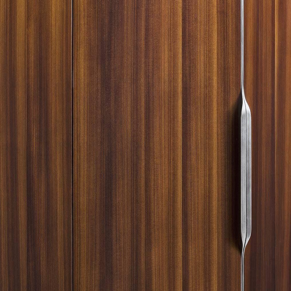 Ну и последнее - среди материалов так же есть новости. Теперь фасады для шкафов Flou можно заказать в шпоне дерева Larice (лиственницы) в матовой или глянцевой отделке. #flou #design #flatinteriorsmilano #fuorisalone2016 #fuorisalone #salonedelmobile #salonedelmobile2016 #isaloni2016 #isaloni #дизайн #сделановиталии by flat_interiors
