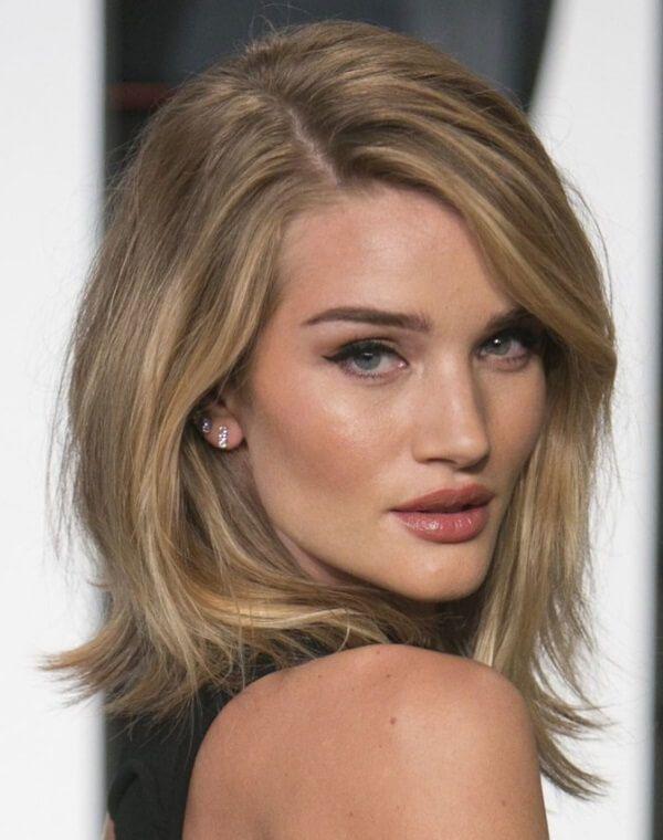 2017 Frisuren Trends Fur Schmale Gesichter Trend Haare Langhaarfrisuren Frisuren Glatte Haare Mittellang Schulterlange Haare Glatt