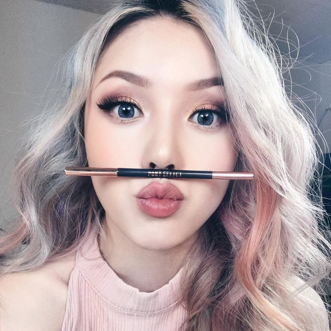 What grabbed my sight at first? 👀 The Brow Definer for those perfect, curvy eyebrows 