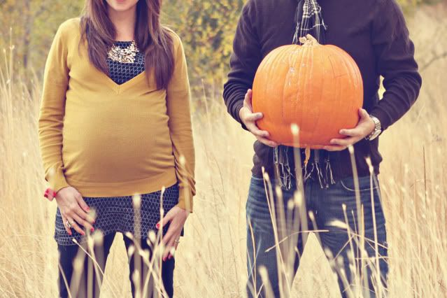 must remember this if I am ever pregnant in the Fall! Cute idea!