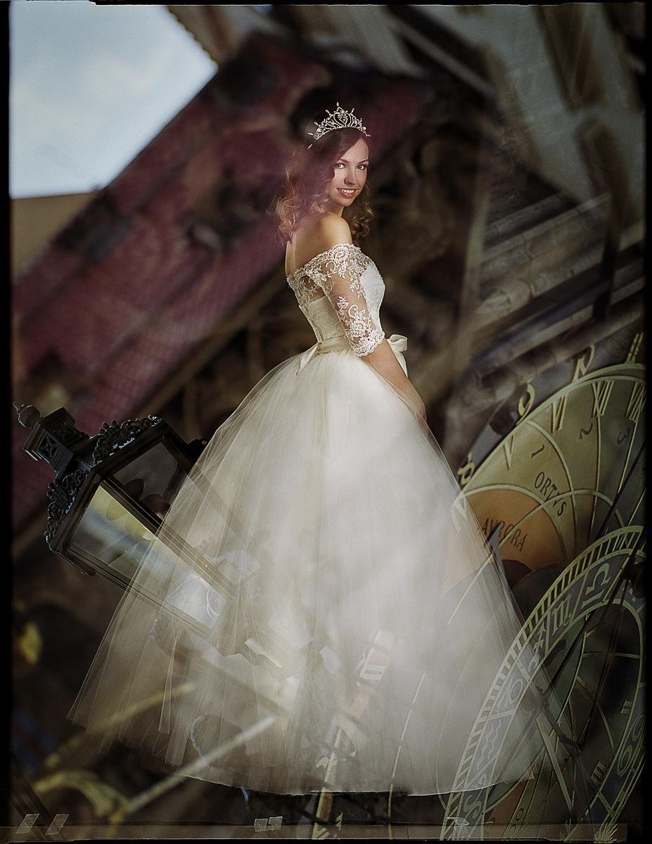 808c079db3a4 Princezna - svatebni saty
