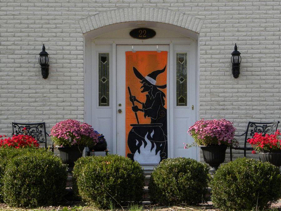 Ideas para decorar la puerta de entrada en Halloween http://www ...