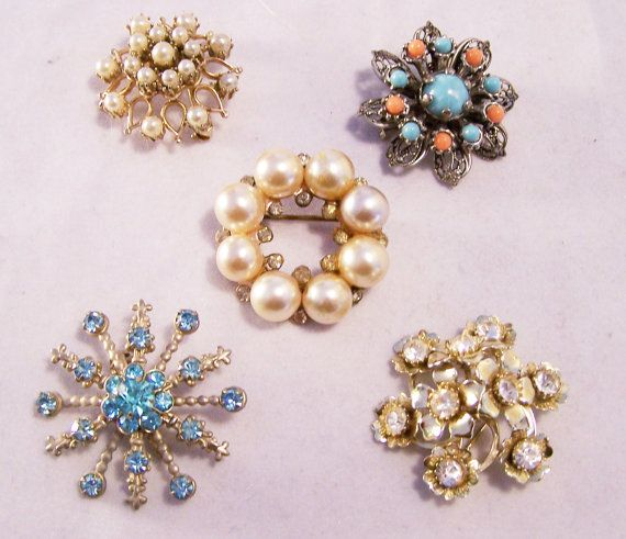 I LOVE Scatter Pins!!  Vintage Scatter Pin Collection 5 Pins by GretelsTreasures on Etsy, $30.00