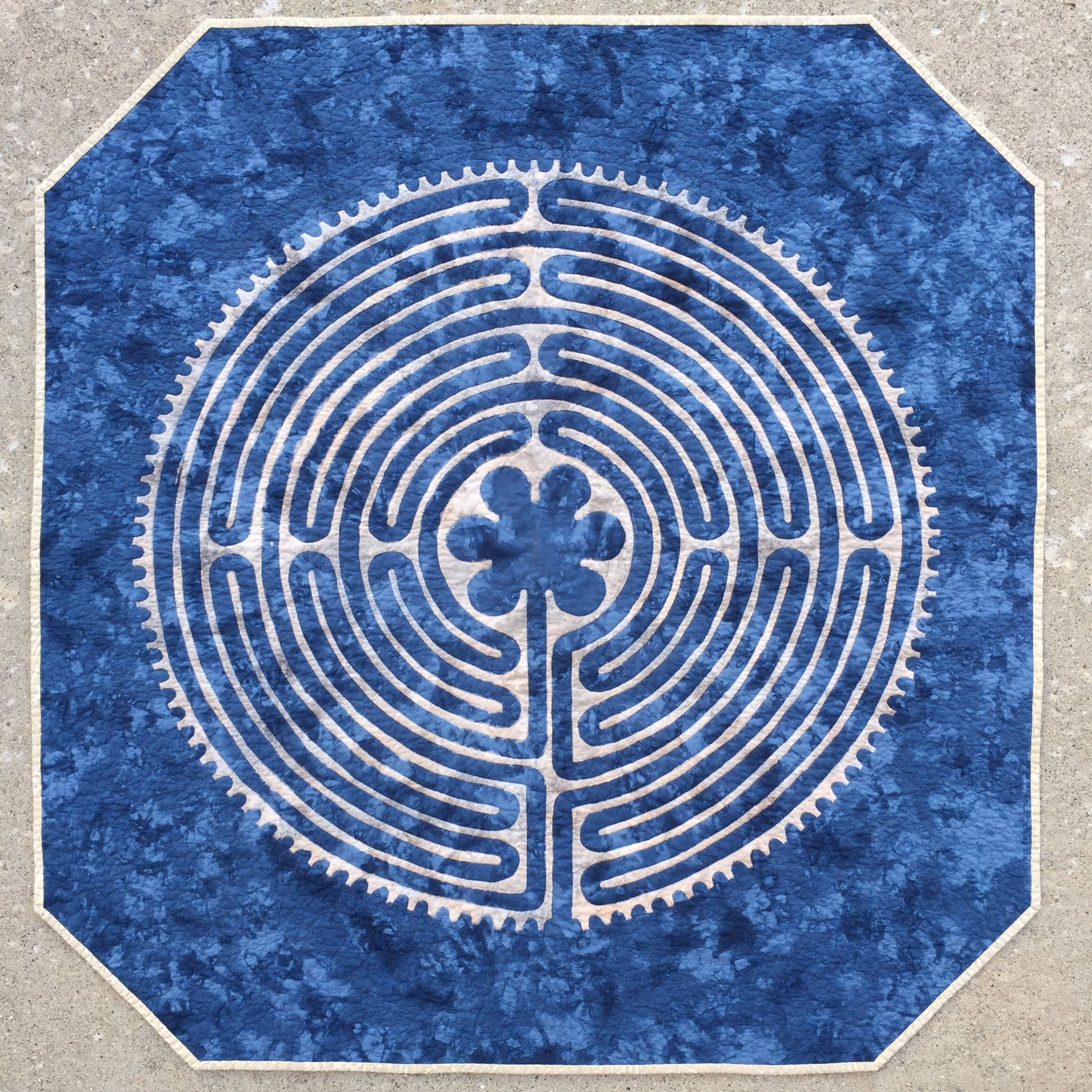 blue and white labyrinth applique quilt at katyquilts blue